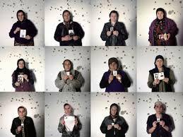 Familiares de desaparecidos con las fotos de sus allegados. Fuente: Human Rights Watch