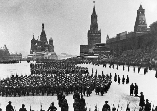 Desfile 7 noviembre 1941. Plaza Roja. Moscú