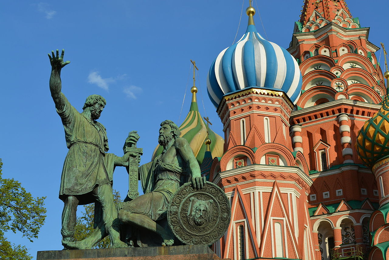 Monumento a Minin y Pozharsky frente a la Catedral de San Basilio, Moscú